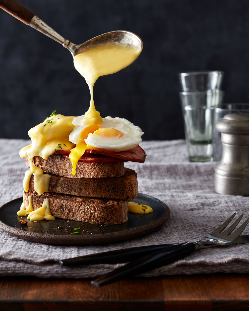 food-eggs-benedict-lesliegrow.jpg