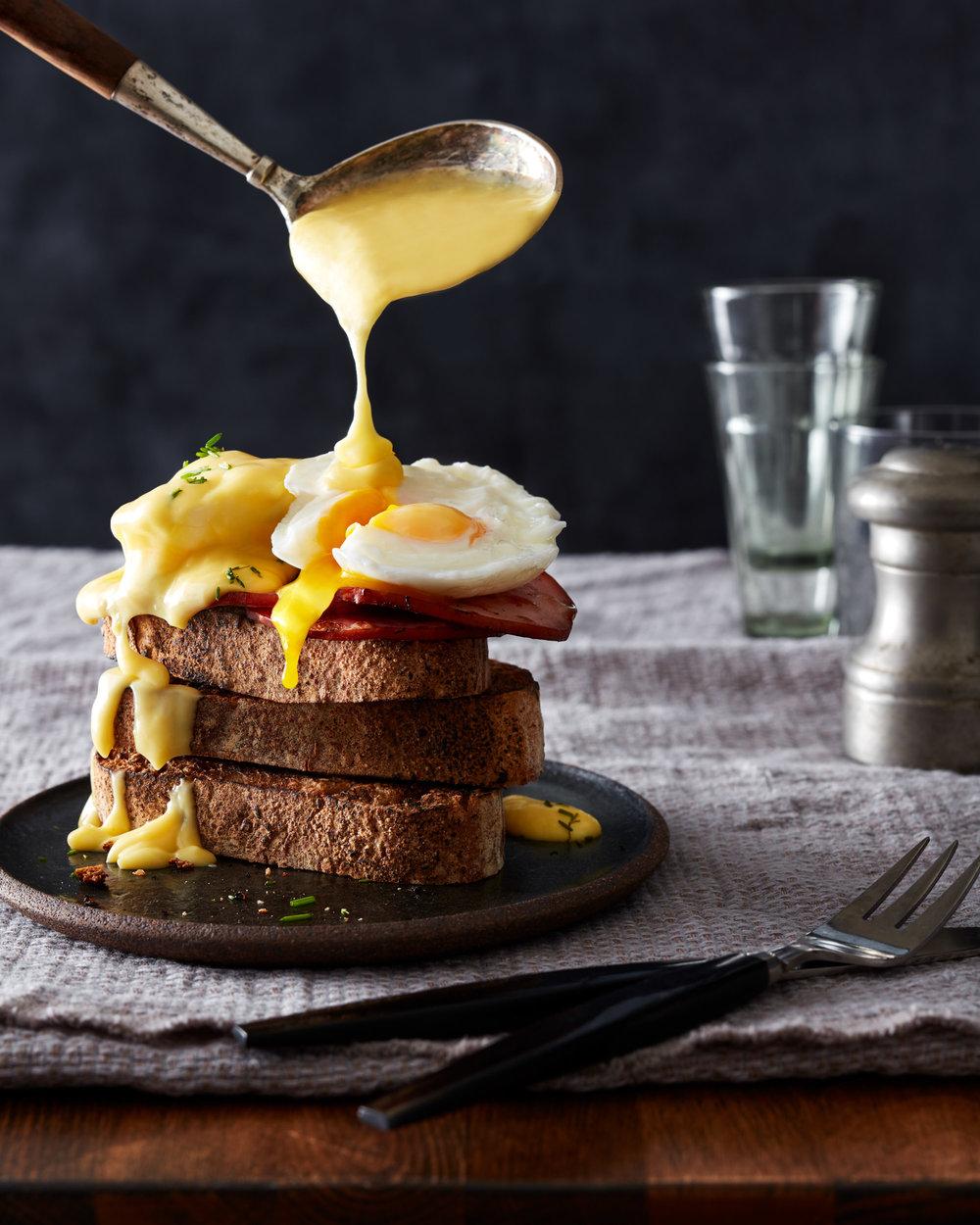 food-eggs-benedict-lesliegrow.jpg