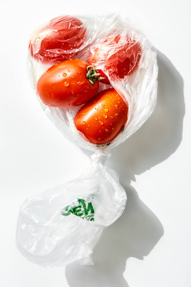food-tomatoes-bag-lesliegrow.jpg