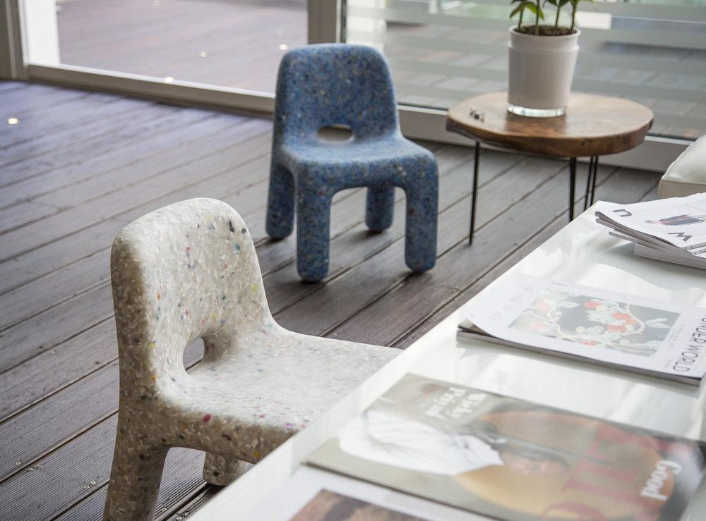 ecoBirdy_chair charlie_blu white_03.jpg