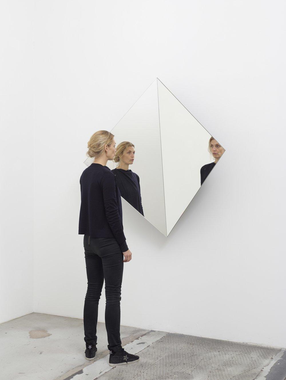 image:http://www.villaempain.com/en/20-septembre-2017-exposition-ways-of-seeing/