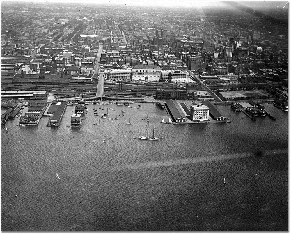 Toronto_Harbour,_1919.jpg