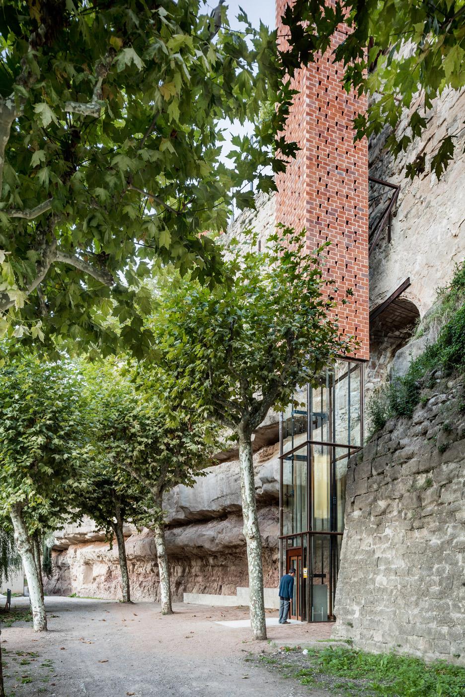 Gironella Historic Centre Elevator
