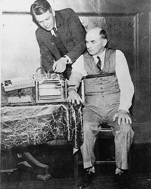 Leonarde Keeler testing his polygraph machine