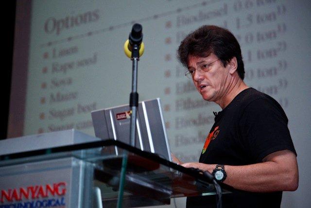 Qi-Global-2010-16.jpg