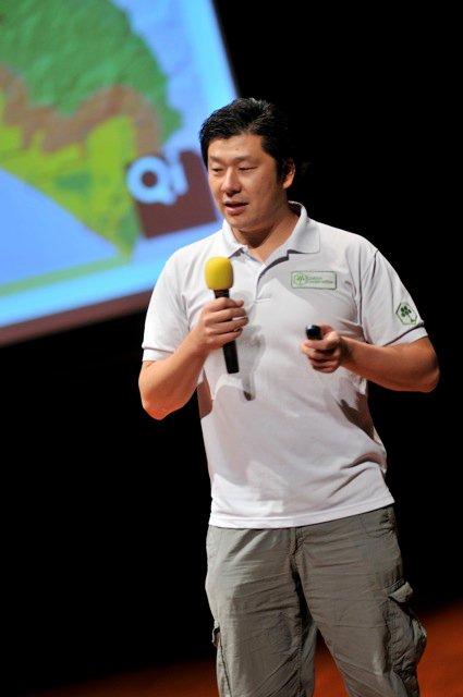 Qi-Global-2010-37.jpg