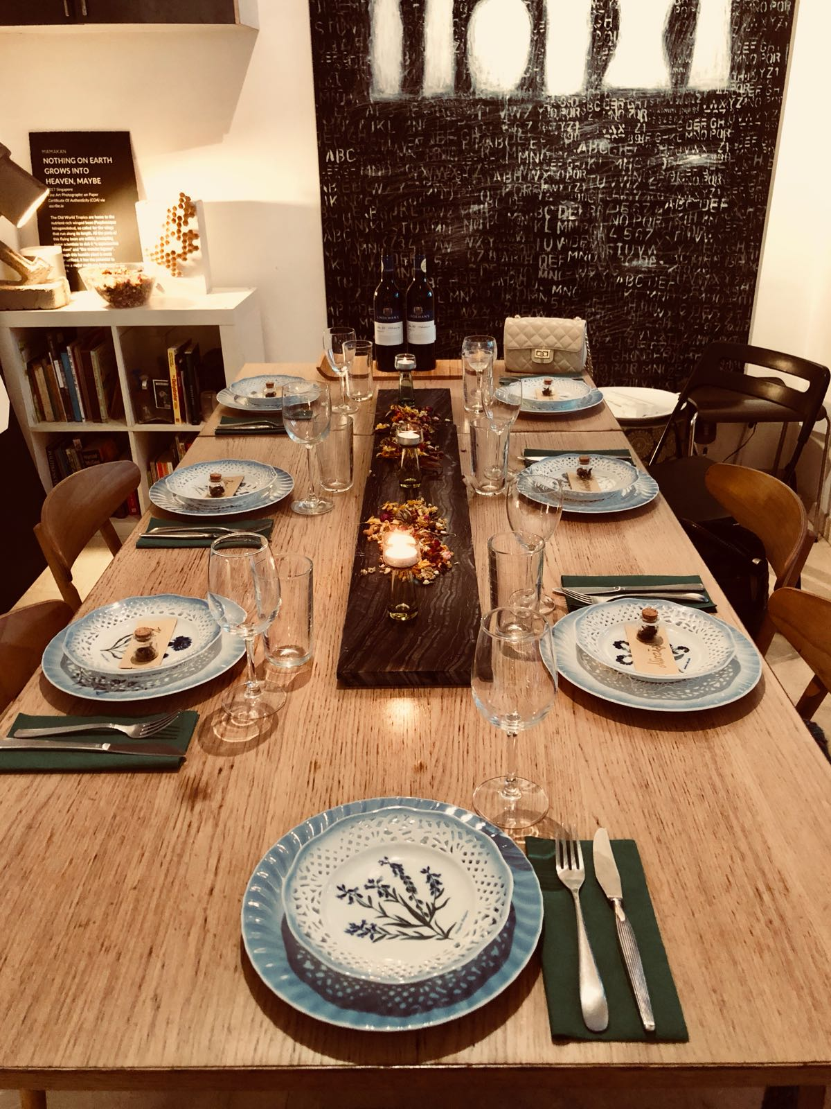 Several dinner tables ready around Singapore, this one in my old shophouse at Niven Road. Served on my grandmother's handprinted porcelain with native Danish flowers.