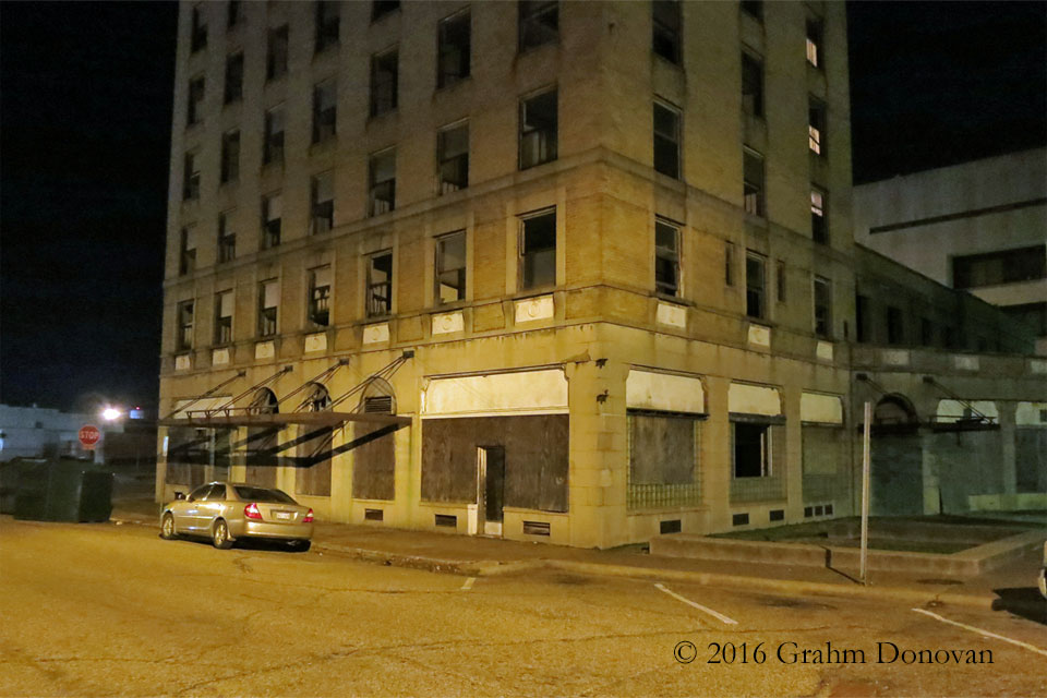 """The """"Paramount Theatre"""" and the """"Hotel Artney"""" at night"""