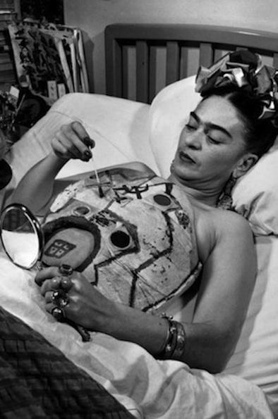 Frida-Kahlo-body-cast-2.jpg