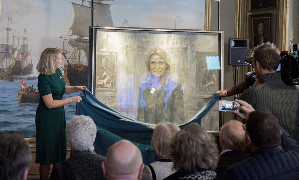 Helle Thorning Schmidt unveling her portrait