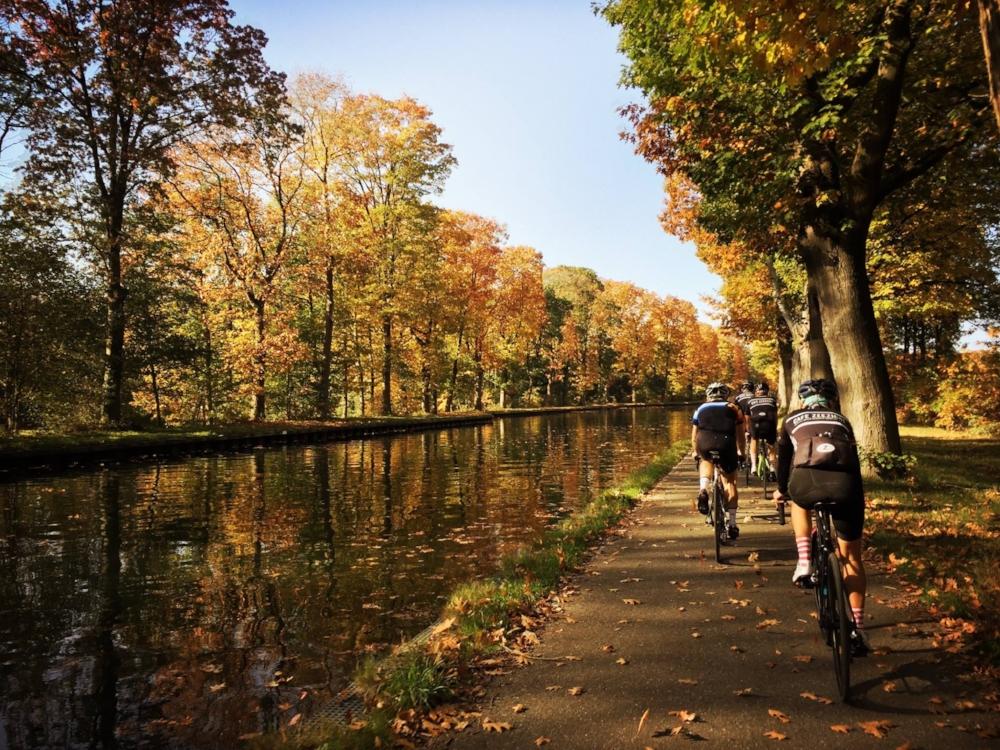 135 km - 3 KANALEN - GROEPEN < 15Kempisch kanaal, kanaal Bocholt-Herentals, Albertkanaal.Aanrader: onderweg even iets eten op de Pannenkoekenboot of een beetje verder aan sas VI.