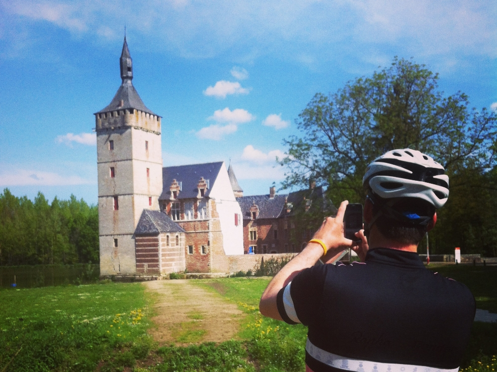 149 km - HORST - GROEPEN >15Door de Hagelandse heuvels rijden we langs het kasteel van Horst, in de 17de eeuw een 'lusthof' voor feesten van de Leuvense stadsadel
