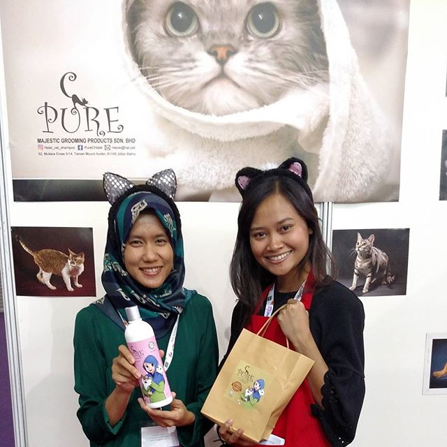 Happy customers ☺THE 6th EDITION of HALFEST ASEAN. Do visit our booth (Majestic Grooming)  No 544 at Mines Exhibition Centre, Seri Kembangan, Selangor, Malaysia. We will be here from 23rd August until 27th August 2017. Dont forget to come and join us!!! 🐈🐈🐈#catagram #cat #kucing #halalcatshampoo #halal #lovehalal #petgrooming #meow #cats #catsofinstagram #halfest