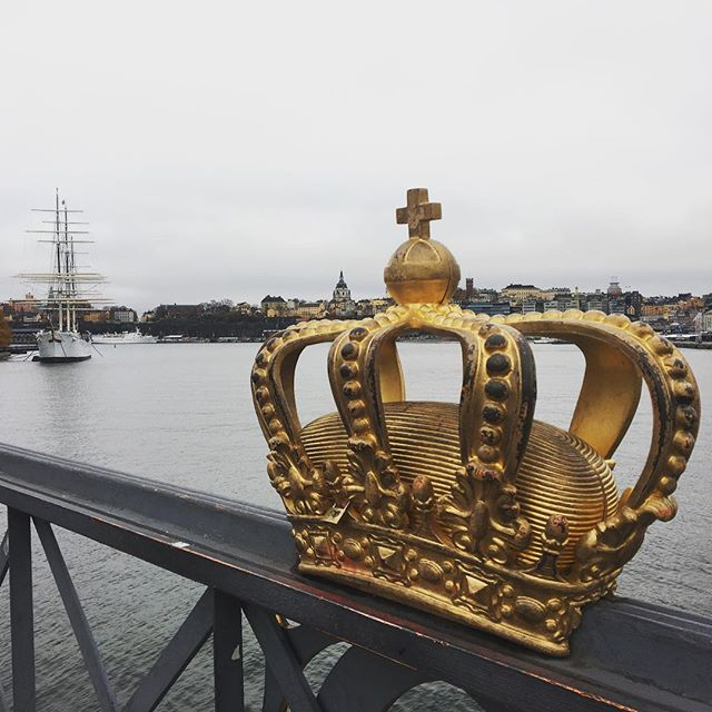 I think I like this city as much as I like Amsterdam. Not the same architecture, not the same spirit but there's similarity in the way of life! . . . #stockholm #sweden #crown #water #islands #cloudy #weekend #happiness #ship