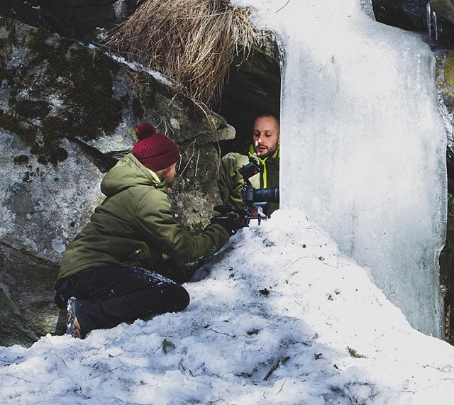 Ever seen a slider reveal from behind a frozen waterfall?  @sam_wlkr and @jessjames.uk getting creative on our new project for @moonclimbing.  #theblocbusterproject #moonclimbing #bugeliesen #slider #pocketdolly #outdoorfilming #waterfall #frozenwaterfall #icicle #behindthescenes