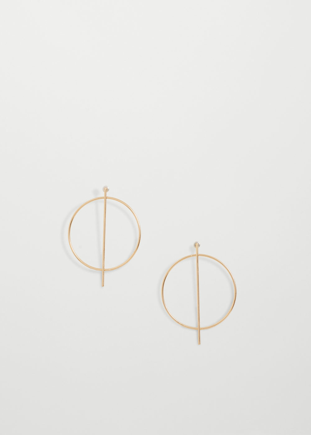 I've been loving hoop earrings again (and need to get more pairs!) but   these   are really perfect because they're an interesting design but not over the top.