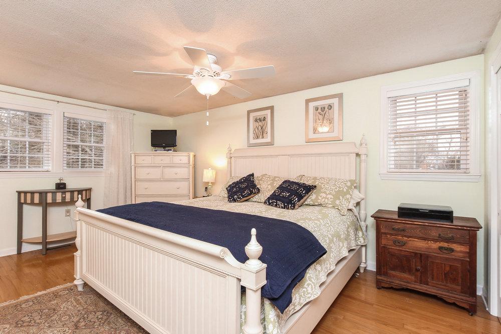 026-Master_Bedroom-3658729-large.jpg