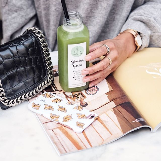 It's your time to shine✨🌸✨Get the glow with our Glowing Green juice🌿🌿🌿or follor our whole detox for 1,3 or 5 days💥💥find it online www.pluk-amsterdam.com🌿💥🌿#pluk #plukdedag #plukgirls #juice #healthy #detox