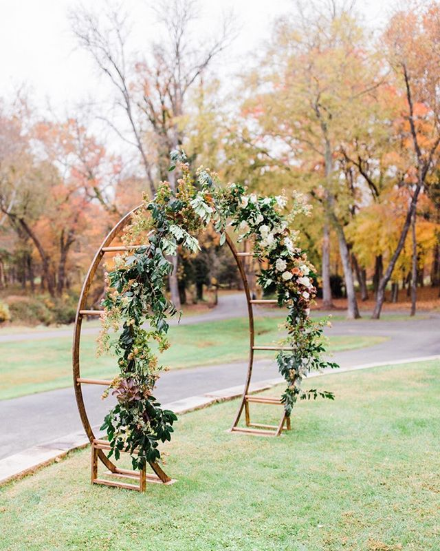 Reminiscing of this autumn day, when the foliage was on fire, a crispness in the air - a perfect Virginian wedding day. 🍂