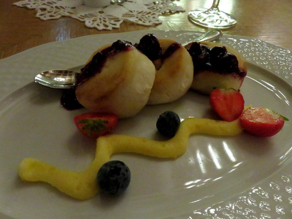 Quark pancakes with lemon cream and fresh berries