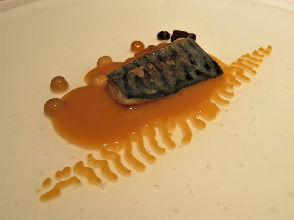 "Mackerel with tempeh of ""ganxet"" beans"