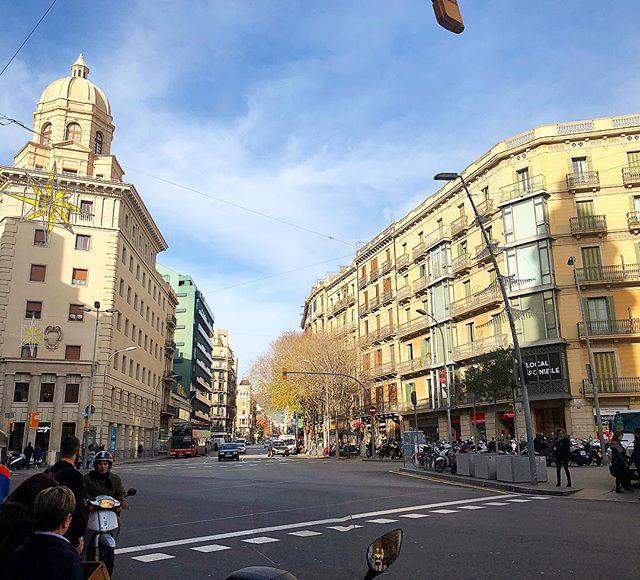Winter #balconybcn #barcelona #december #morning #people #bcn #design #streetphotography #streetstyle