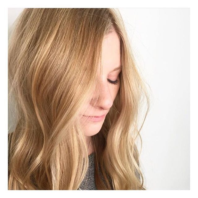 Babylights by @hairbymelissasahagun at our 📍Barrie location  _______________________________________________________ To book with Melissa call 705-503-2006 . . . . . #beauty #style #hair #lorealpro #iamlorealpro #yeslorealpro #hairmoment #glamteam #onlyinsalon #bdbabe #brennendemelostudio