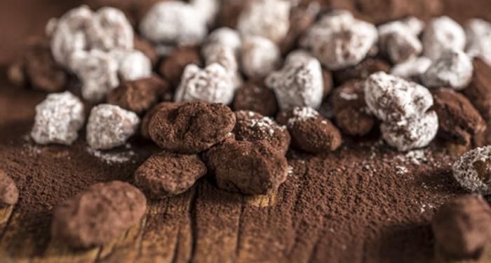 Drageados - amêndoas e macadâmias carameladas e envoltas com fina e delicada camada do mais puro chocolate