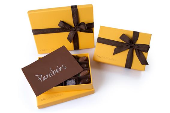 Yellow Box com placa de parabéns