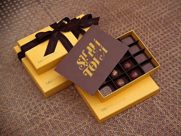 Yellow Box Rosh Hashaná Cod. 1613 - Caixa com 9 unidades - R$ 101 Cod. 1614 - Caixa com 16 unidades - R$ 142 Cod. 1615 - Caixa com 25 unidades - R$ 208