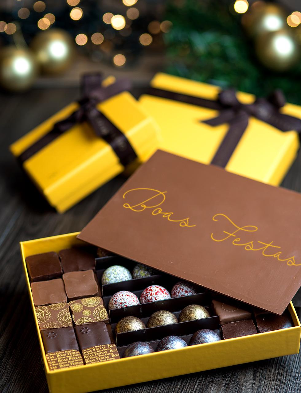 Yellow Box Boas Festas Bombons sortidos e placa de Boas Festas cod 1204 - caixa com 12 bombons - R$ 114 cod 1205 - caixa com 22 bombons - R$ 162 cod 1206 - caixa com 35 bombons - R$ 240