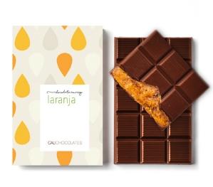 Mais puro chocolate amargo recheado com pedacinhos de laranja confitada