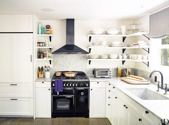 AD---Ellen-Pompeo_Kitchen_604.jpg