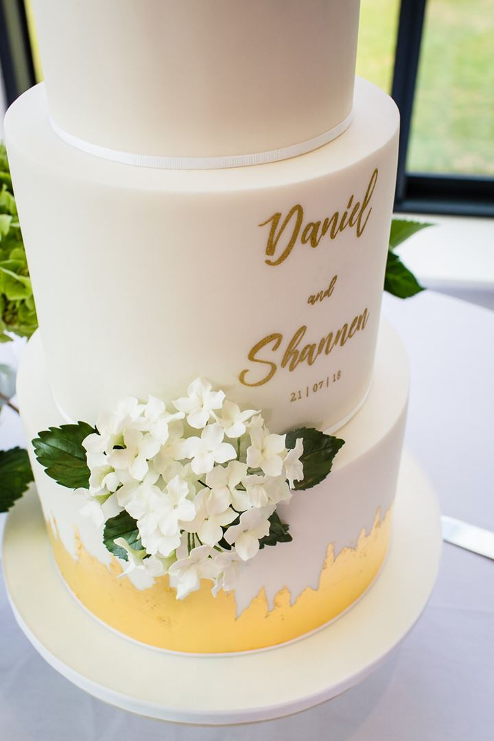 CONTEMPORARY WEDDING CAKE DESIGN | MANCHESTER CHESHIRE LIVERPOOL