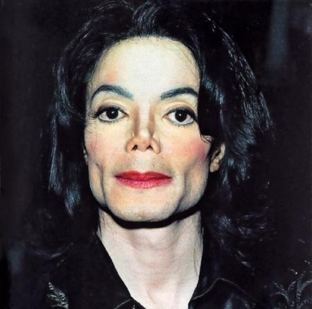 Michael Jackson (X). Solo in America un uomo può nascere nero e povero per poi morire femmina, bianca e ricca.