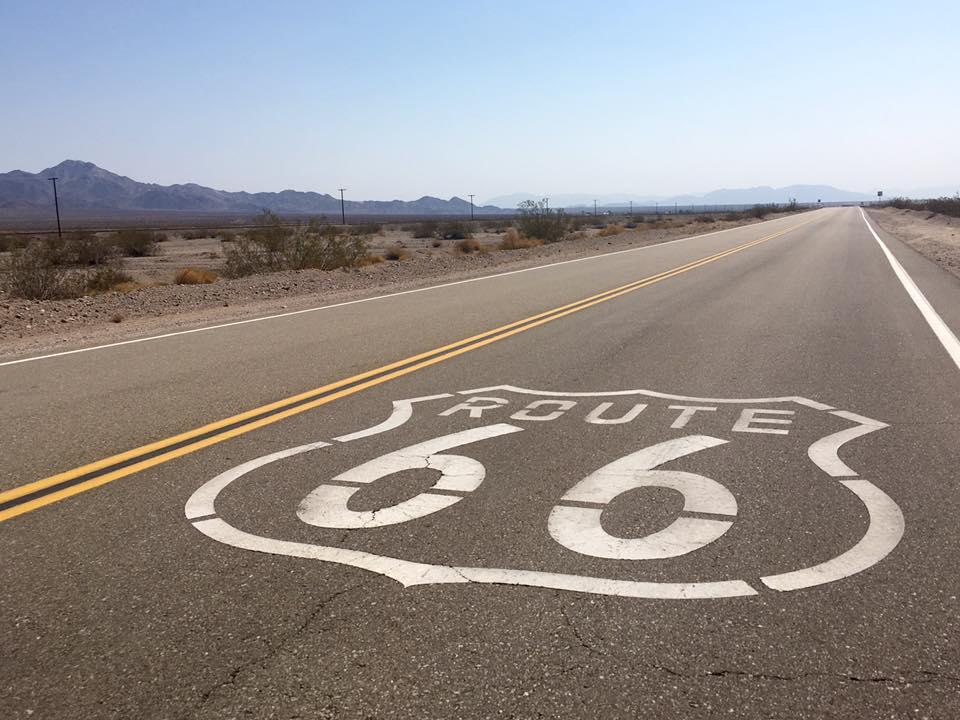 6 - Quel che resta della rinomata route 66, la prima autostrada che ha unito l'est con l'ovest, simbolo di libertà estrema degli anni '60-'70. Non solo asfalto ma vero e proprio stile di vita, una corsa all'impazzata verso l'orizzonte lontano, alla ricerca di sè o all'inseguimento di un sogno, una speranza, un cambiamento, una via d'uscita.