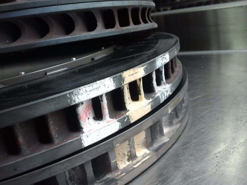 Brake discs with almost all 3 rotor paints complete oxidized. The peak temperatures are well over 610°C and the average temperature of this disc is close to 600°C. On this particular application and track, additional airflow to the brake discs would be required. Photo Courtesy: Ganesh Krishnan