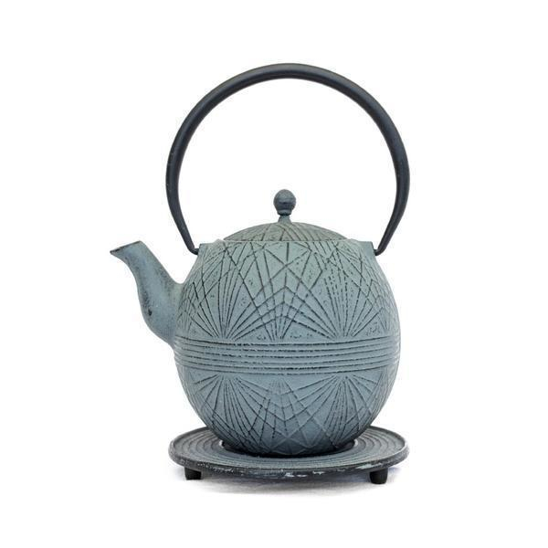 Shop the Grey Striped Teapot, the perfect gift for the tea lover. Link in bio. | #theboathousegroup #theboathousehome #sydneyhomewares