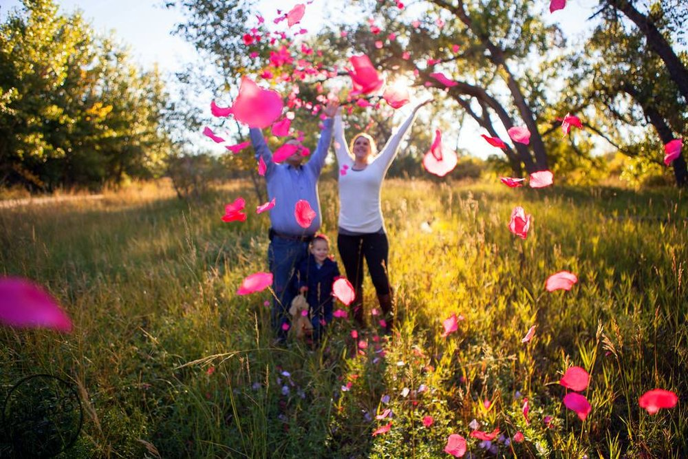 empowering modern mom gender reveal avenue b photography