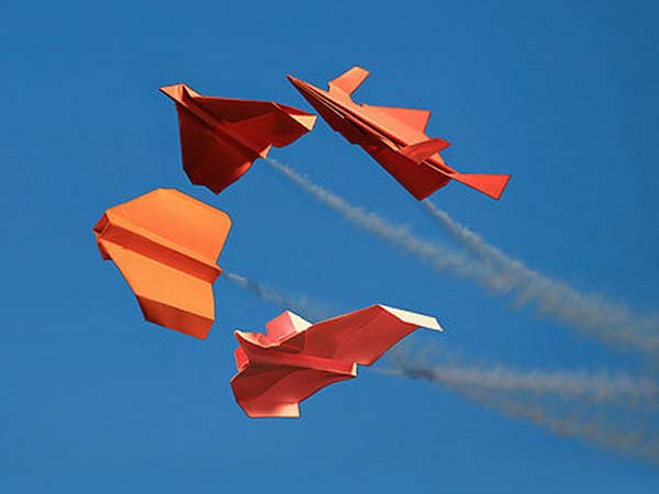 promo_paper_airplane_contest_600x450px.jpg