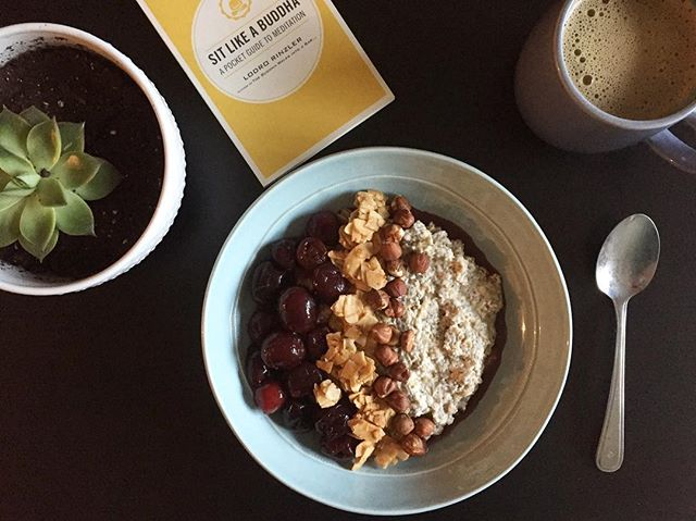 The ultimate breakfast bowl. A blend of protein, carbs and fats to keep blood sugar balanced, energy high and hunger satisfied for hours ✨  These last few months have been a whirl wind - with more clients, speaking engagements and trying to have a social life - I have found myself dropping the ball a lot with regards to my own health.  It is important to recognize when you have done this yourself (because we all do) so that you can begin to make yourself a priority and put your health first again.  I am recognizing where I am falling short and a big gap has been in eating regular meals. So here I go, making time for breakfast to help keep my hormones balanced, energy high and digestion on point.  It doesn't have to be hard, it just takes #onesmallshift