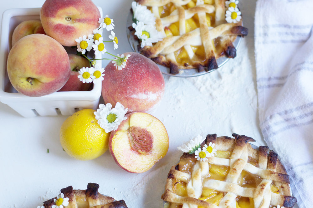 Pretty + Easy Peach Pie Recipe So Dressed Up