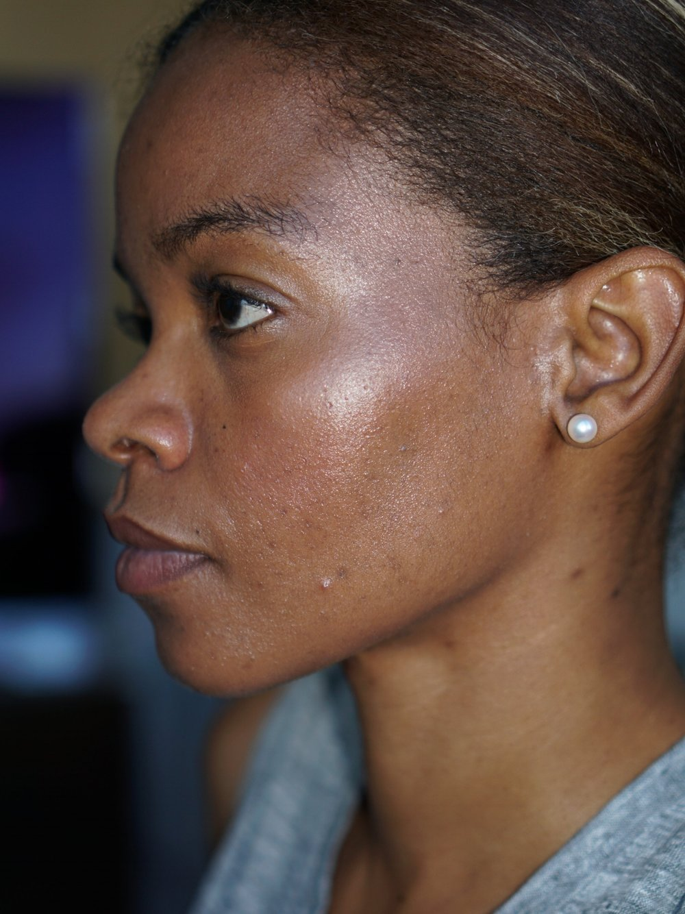 This picture was taken a few days earlier, the day I received my Glossier products and 5 hours after application. Here i'm wearing the Perfecting skin tint and Stretch concealer (both in deep), MAC highlighter on my cheekbones & Clinique blush on my cheeks. On my lips is the remnants of Glossier's Generation G (in Jam). [please excuse the unruly brows]