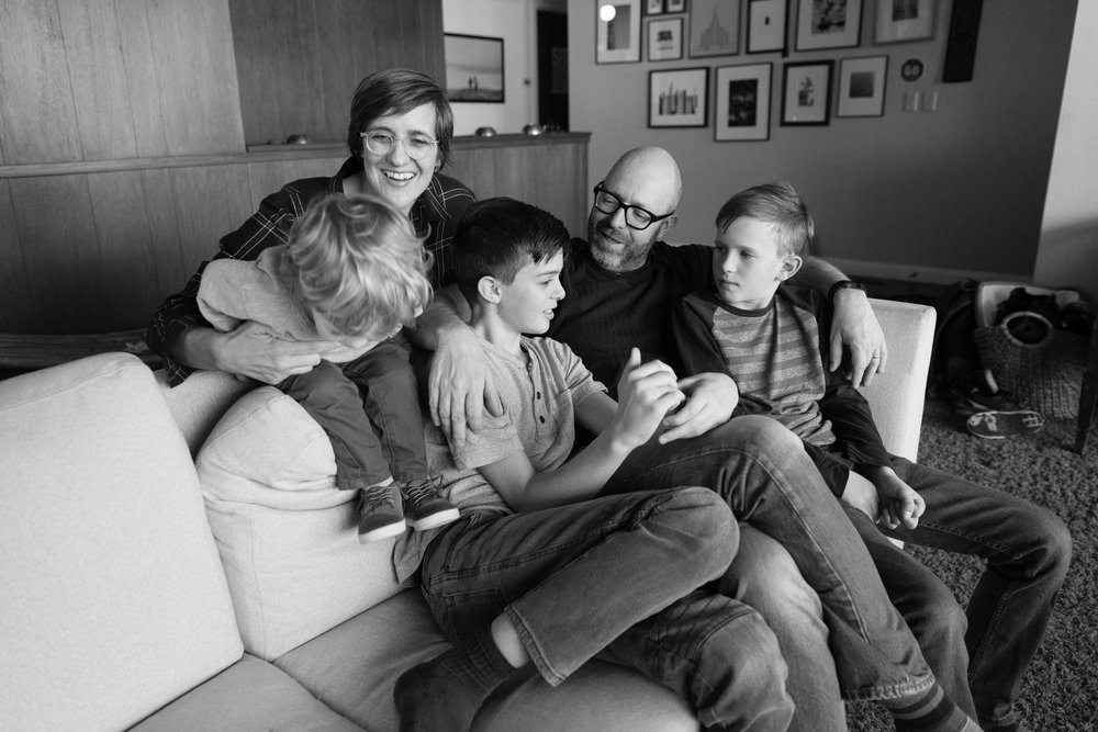 RELAXED FAMILY PHOTOS AT HOME
