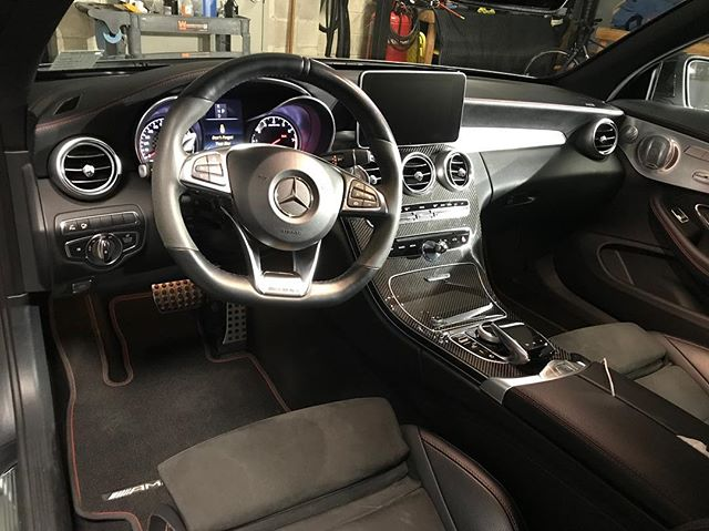 Really love the interior design on this @mercedesamg C43 Cabriolet.. this car also has the night package with gloss black accents.