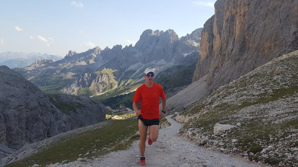 Running near Grasleitenpasshutte