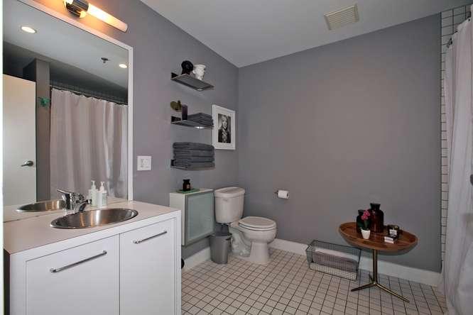115326 Carlaw Ave Toronto ON-small-016-19-Bathroom-666x444-72dpi.jpg