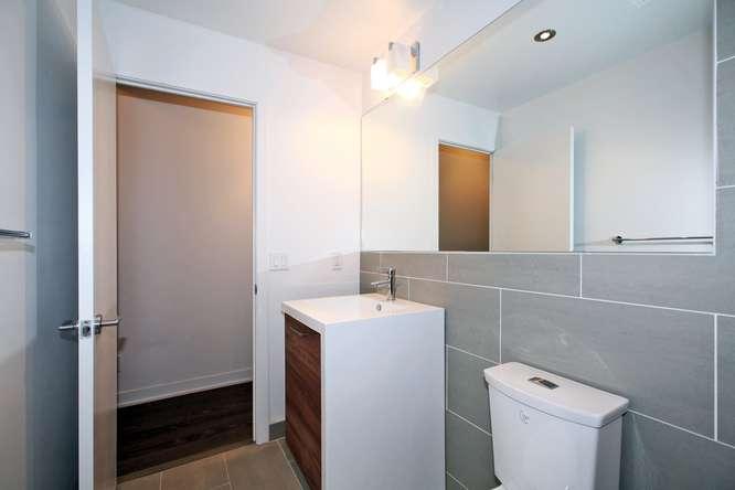 1201 Dundas Street E Unit 501-small-018-9-Bathroom-666x444-72dpi.jpg