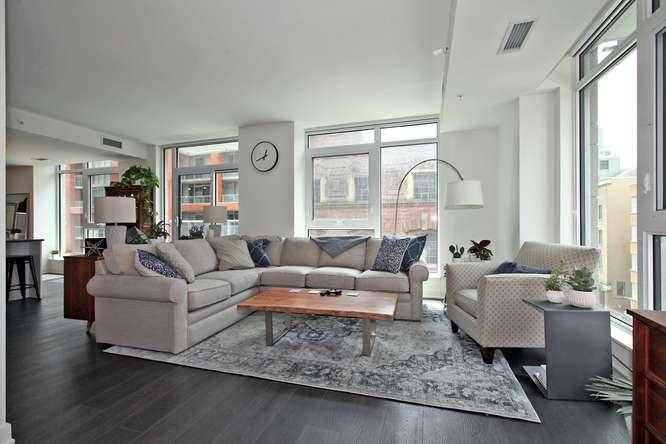 30 Nelson St Unit 423 Toronto-small-005-4-Living Room-666x444-72dpi.jpg