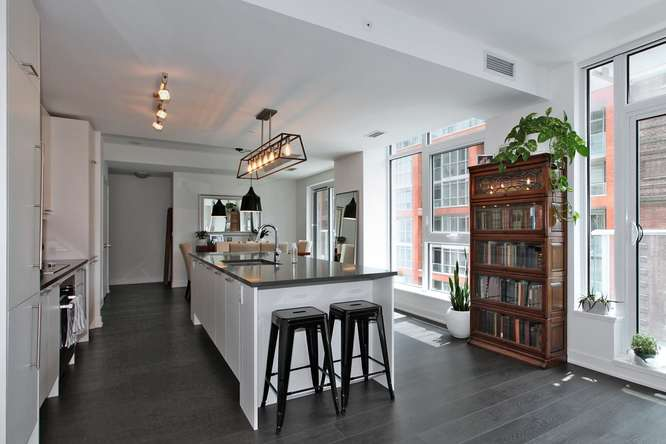 30 Nelson St Unit 423 Toronto-small-014-20-KitchenBreakfast Bar-666x444-72dpi.jpg